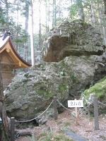 戸隠神社重ね岩.JPG