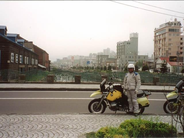 十数年前に撮ったBMWと小樽運河